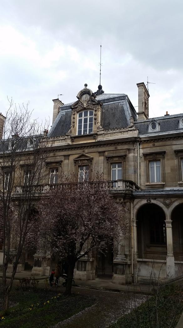 Lycée Jacques Decour, vue depuis la cour